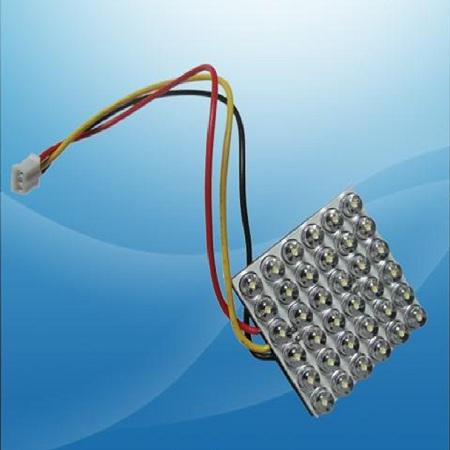 """Светодиодный модуль.  Подключается к габаритам и стоп сигналам.  Использует светодиоды типа  """"пиранья """", 3 контакта."""