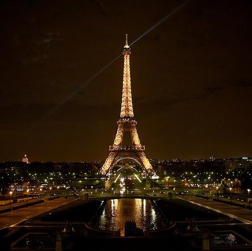 Светодиодные лампы в помощь малообеспеченным гражданам Парижа