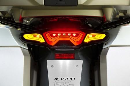 Fary-na-osnove-organicheskih-svetodiodov-dlya-motociklov-BMW